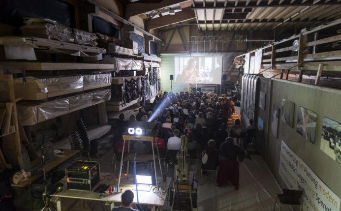 Roadmovie-Kinotag in einer Schreinerei